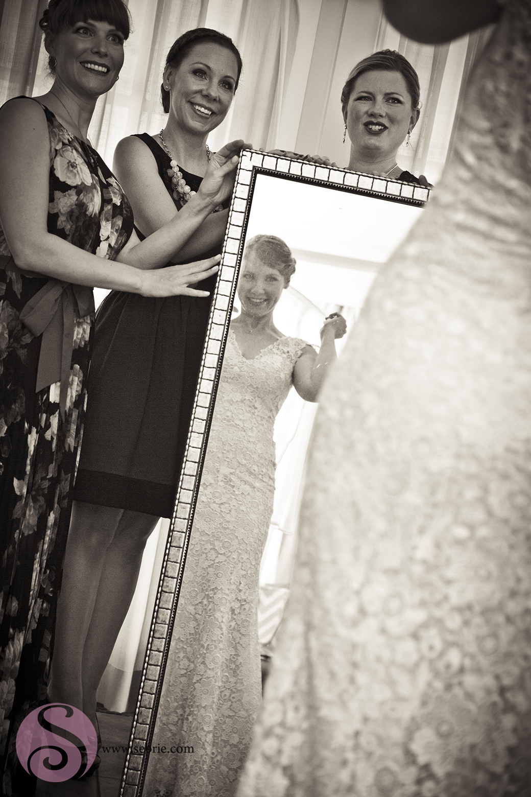 bridesmaids-mirror