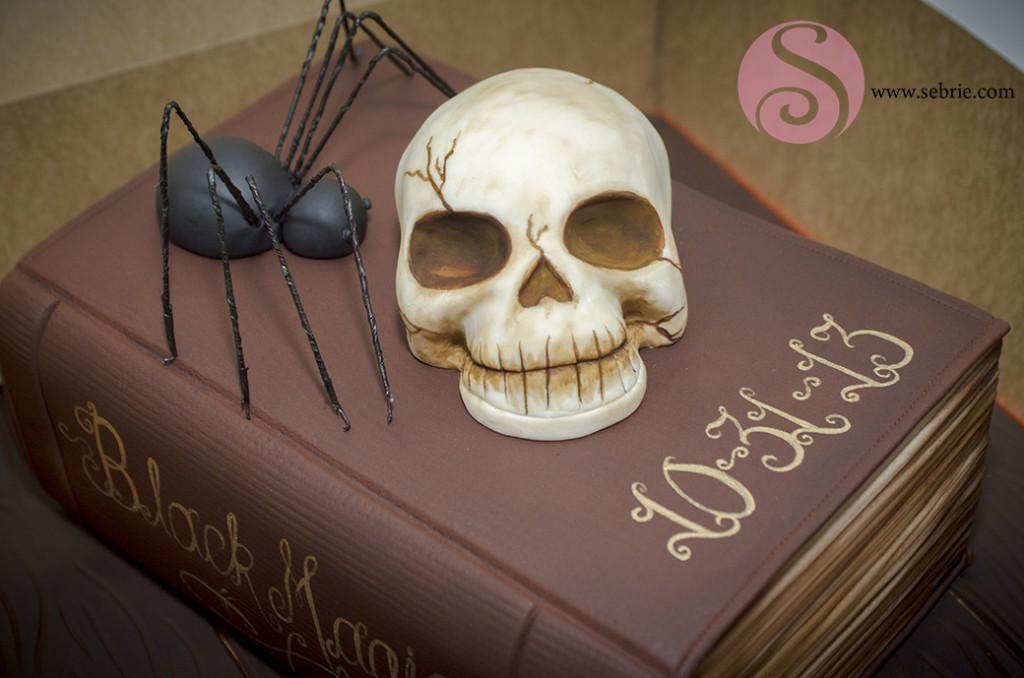 Halloween-cake- skull